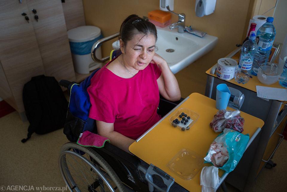 Oksana podczas pobytu w szpitalu MSWiA w Poznaniu. Zdjęcie z maja 2018 r.