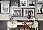 Galeria może ożywić pomieszczenie barwami albo też podkreślić jego oszczędną, stonowaną kolorystykę - tak jak te czarno-białe fotografie wyeksponowane w stylowym kąciku do pracy.