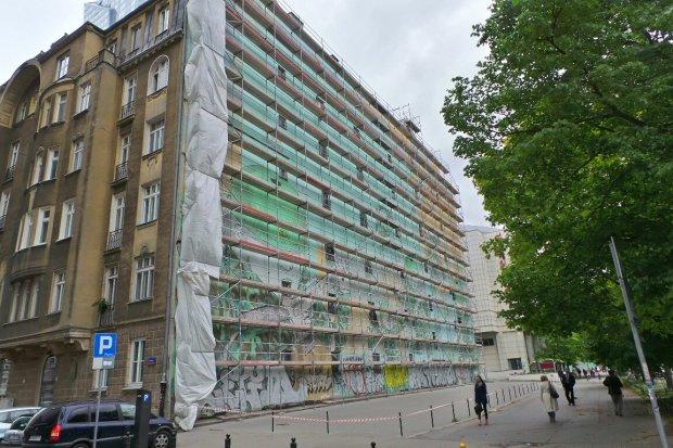 Zniknie mural z o nierzami marionetkami przy jana paw a ii for Mural ursynow