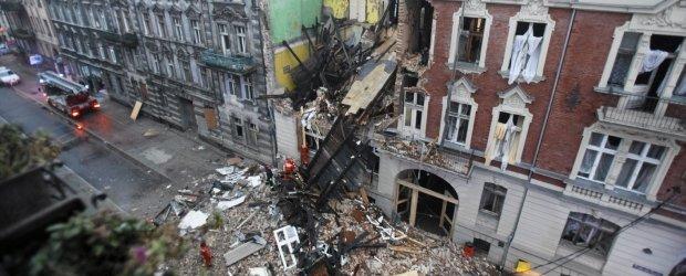 Wybuch w Katowicach. ''Konstrukcja by�a drewniana, wi�c to si� wszystko posypa�o''