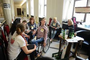 Rodzice niepełnosprawnych dzieci rozpoczęli protest w Sejmie. Domagają się spotkania z Kaczyńskim