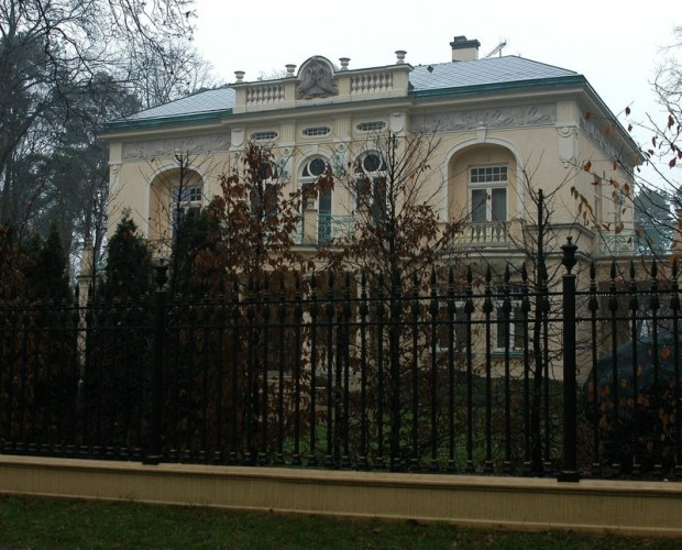 PHOTO: DARIUSZ LEWANDOWSKI / EAST NEWS   WILLA JA NA KULCZYKA W KONSTANCINIE - JEZIORNIE      MANSION OF RICHEST POLISH BUSINESSMAN JAN KULCZYK