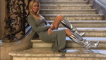 Joanna Przetakiewicz odsłania nogi i pośladki