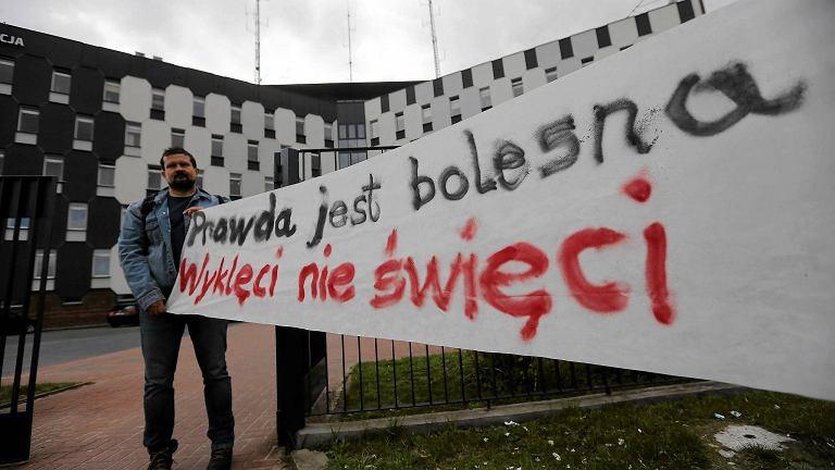 Częstochowa, 11 kwietnia 2017 r. Pikieta przed Komendą Miejską Policji popierająca przesłuchiwaną radną PO Jolantę Urbańską