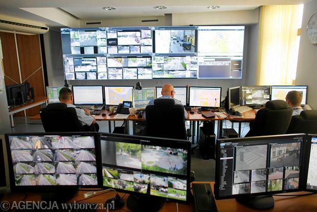Inteligentny monitoring w Katowicach. Mo�na �ledzi� ludzi i auta [WIDEO]