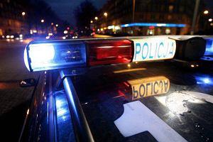 82-latek bez prawa jazdy uciekał przed policją przez dwa powiaty. Pędził przez wsie 160 km/h
