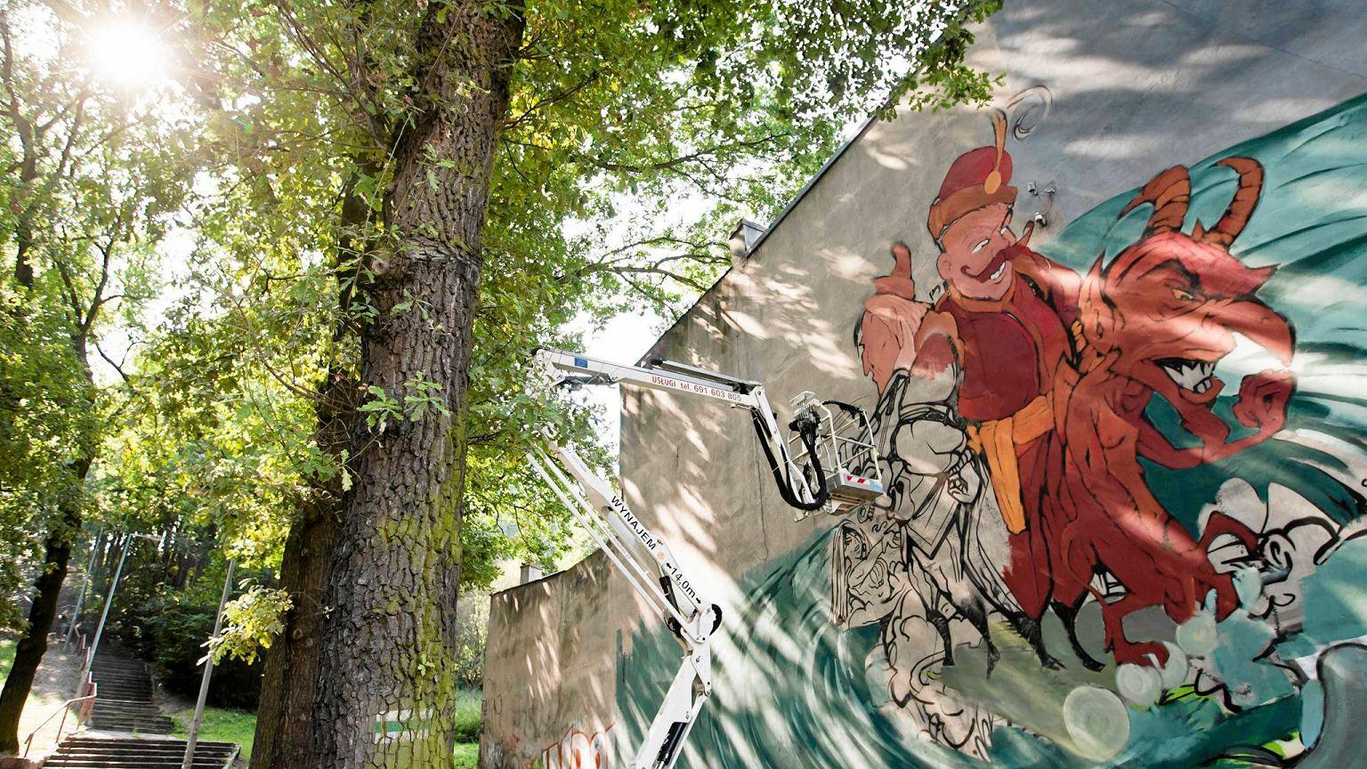 Nowy mural przy ul toru skiej wci ga bydgoskimi legendami for Mural z papiezem franciszkiem
