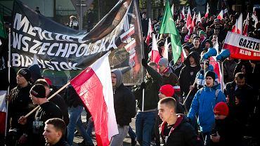 Hajnówka. Marsz pamięci 'żołnierzy wyklętych'  zorganizowany przez ONR Białystok, Narodową Hajnówkę, Stowarzyszenie Danuty Siedzikówny  'Inki'