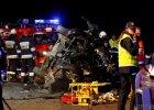 Tragedia pod Opolem. Cztery osoby zgin�y w wypadku [WIDEO, ZDJ�CIA]