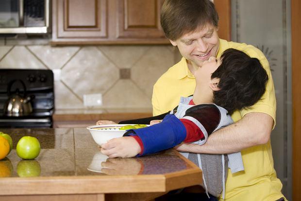Mózgowe porażenie dziecięce - przyczyny, objawy, postacie, rehabilitacja