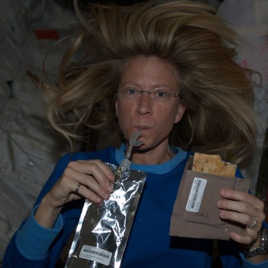 """""""Dzisiejsze siki to jutrzejsza kawa"""". 15 scen z �ycia stacji kosmicznej w 15-lecie jej narodzin [ZOBACZ]"""
