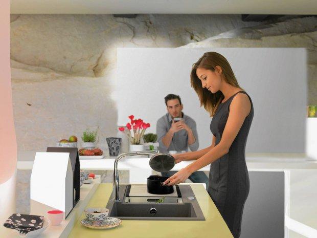 Kuchenny barek sprzyja integracji i podtrzymywaniu więzi! Mogą przy nim usiąść członkowie rodziny lub zaproszeni gości w oczekiwaniu na posiłek.