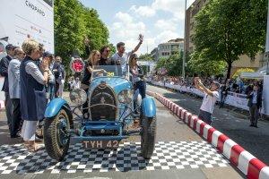 Wyścig na prostej. Mille Miglia przyciąga kibiców i zawodników z całego świata