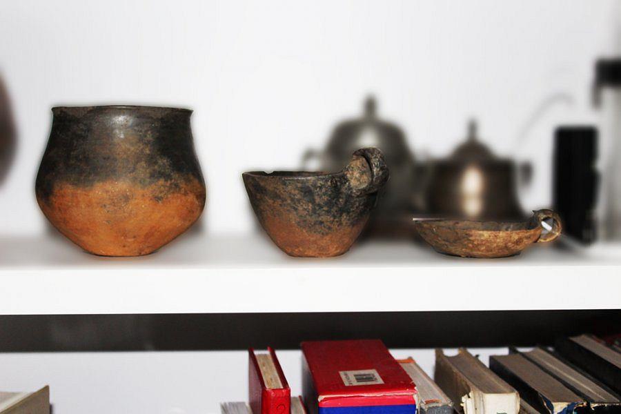Naczynia z epoki brązu znalezione w warszawskim domu