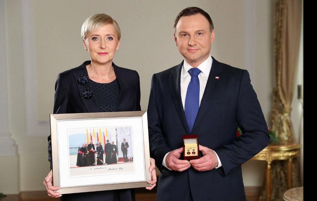 Prezydent Andrzej Duda i pierwsza dama Agata Duda wsparli aukcje WOŚP