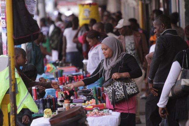 W Zimbabwe waluta upad�a. Za jednego dolara ameryka�skiego trzeba p�aci� biliardami