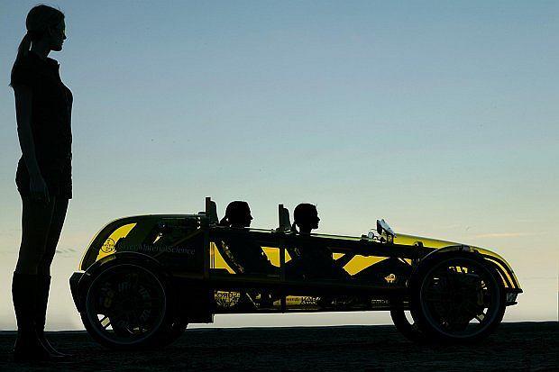 Auto zbudowane jest całkowicie z przeźroczystych tworzyw