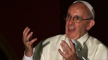 """""""Dobry wiecz�r!"""" Papie� w oknie pozdrowi� wiernych po polsku [WIDEO]"""