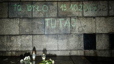 25 października 2017 , Warszawa , Plac Defilad . Miejsce samospalenia Piotra S.