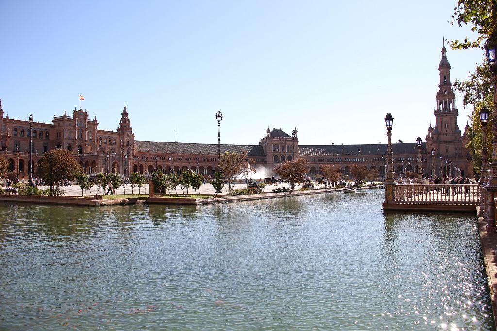 Widok na plac Hiszpański w Sewilli