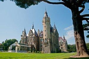 Zamki i pałace Dolnego Śląska. Poczuj się jak król i zanocuj w jednym z nich