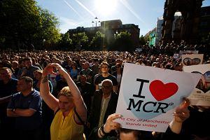 Manchester zjednoczony po ataku terrorystycznym, świat oddaje hołd ofiarom [ZDJĘCIA]