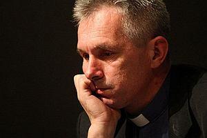 """""""Jezus i jego bracia geje"""". Arcybiskup interweniuje, wpis znika"""