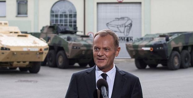 Premier Donald Tusk odwiedzi� Wojskowe Zak�ady Mechaniczne S.A. w Siemianowicach �l�skich