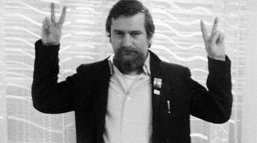 Internowany Lech Wałęsa. Zdjęcie z oryginalnego negatywu. Fotografia wykonana przez Stanisława Wałęsę we wspólnej akcji z Małgorzatą Niezabitowską i Tomaszem Tomaszewskim.