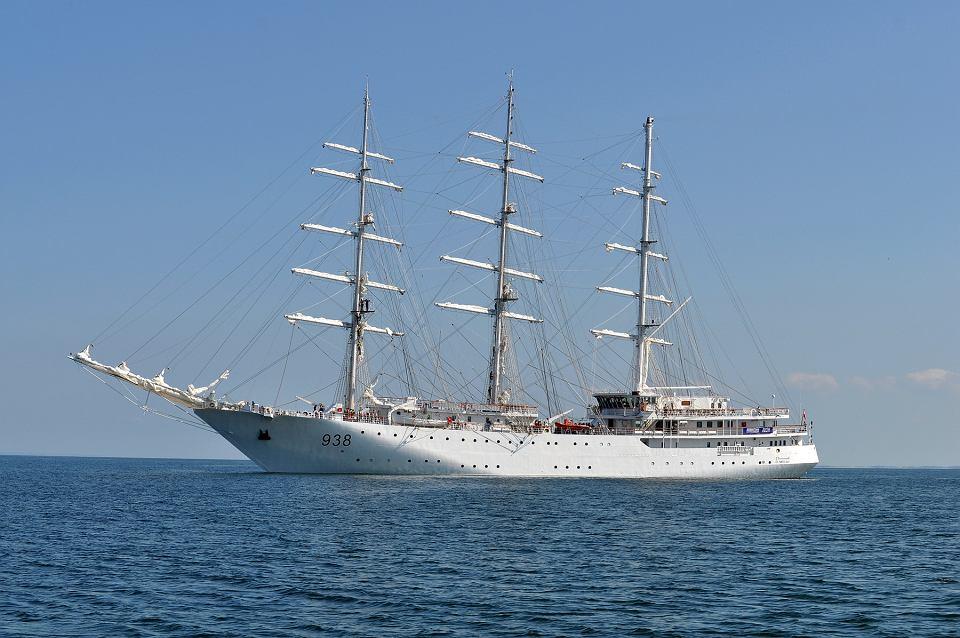 صور السفينة الشراعية الجزائرية  [ الملاح 938 ] - صفحة 6 Z22121911V,Zaglowiec--El-Mellah--zbudowany-przez-stocznie-Rem
