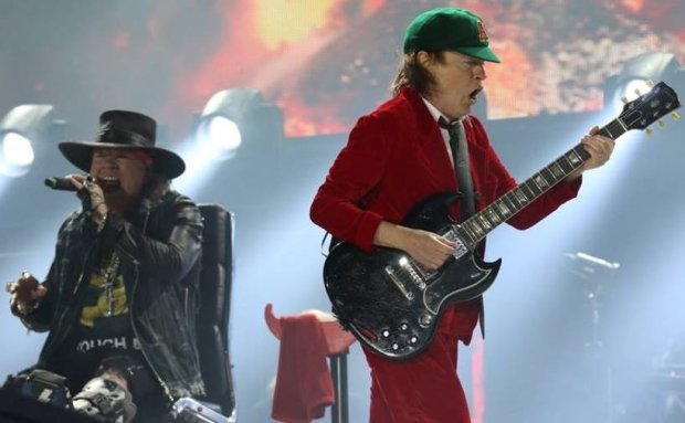 Axl Rose i Angus Young podczas