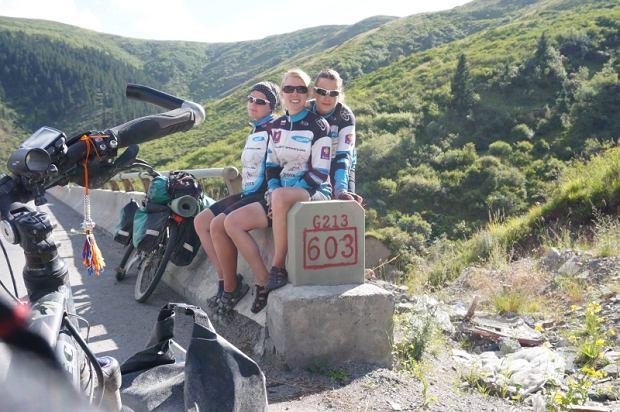 Zdjęcie numer 2 w galerii - Sześć tysięcy kilometrów, sześć azjatyckich krajów, trzy kobiety na rowerach