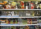Handlowcy coraz bardziej zadłużeni - najbardziej sklepy monopolowe i stacje paliw. Małe sklepy cienko przędą