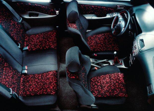 Toyota Corolla E11 3d - wnętrze