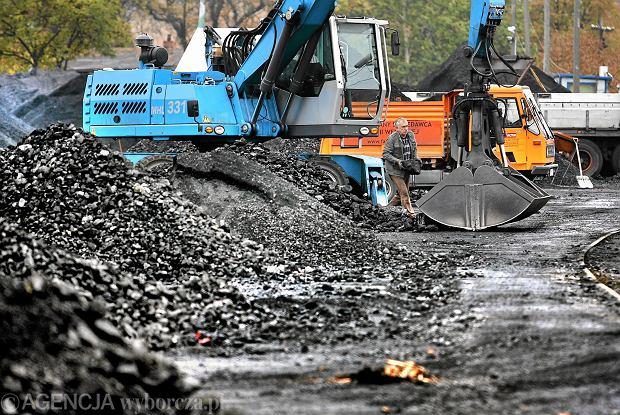 UOKiK skontroluje składy węgla i kopalnie. Za handel węglem złej jakości trzy lata więzienia
