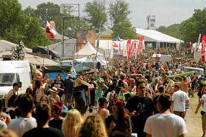 Przystanek Woodstock op�niony. Wszystko przez deszcz, woda podmywa namioty