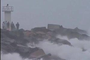 """Cyklon Marcia atakuje wschodnie wybrze�a Australii. """"To b�dzie katastrofa"""""""