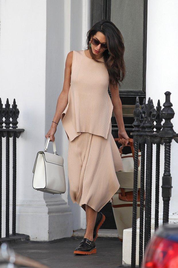 0db2d6fe813ed Amal Clooney jak zwykle elegancka. Ale zaraz