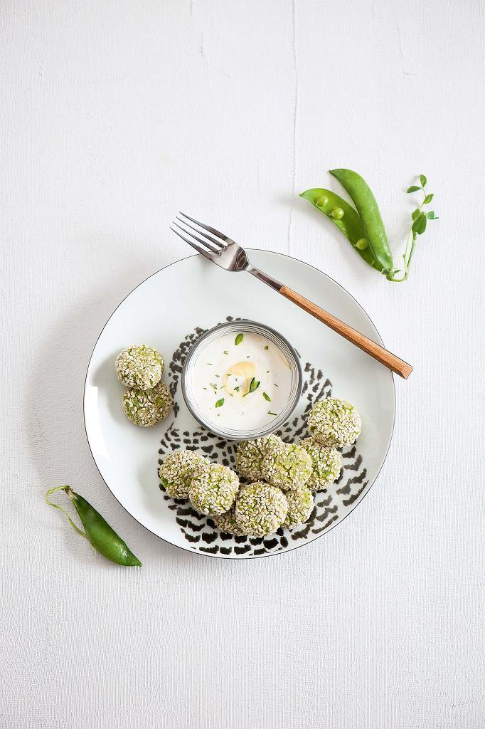 Kulki z zielonego groszku i ricotty z sosem estragonowym