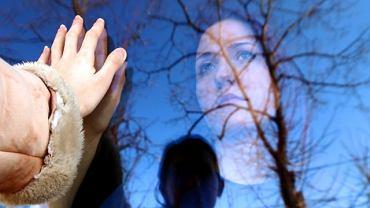 Osoba współuzależniona przejmuje odpowiedzialność i kontrolę za picie bliskiego, najczęściej zapominając o własnych potrzebach
