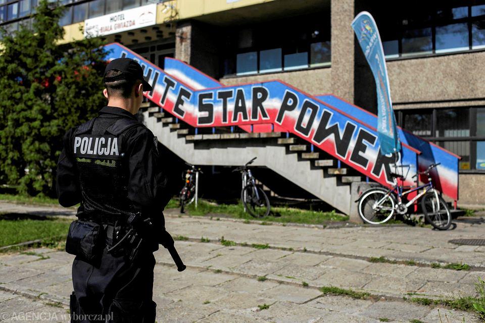 Maj 2018 r., policja przeszukuje budynki TS Wisła.