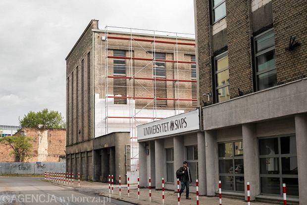 Architekci załamują ręce na widok dawnej fabryki Szpotańskiego. Uniwersytet SWPS ociepla ją styropianem