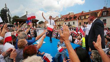 Premier Mateusz Morawiecki podczas konwencji wyborczej Prawa i Sprawiedliwości. Sandomierz, 19 sierpnia 2018 r.