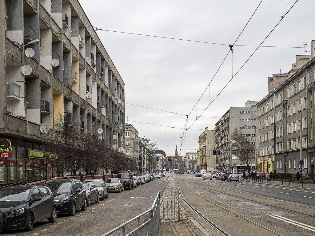 Budowa bloku  we Wrocławiu ruszyła w 1958 roku, po dwóch latach wprowadzili się pierwsi mieszkańcy (fot. Filip Springer)