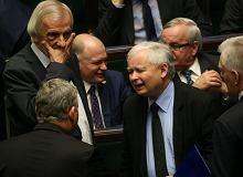 PiS traci w nowym sondażu; Ziobro pyta TK o unijne przepisy [WIADOMOŚCI DNIA]