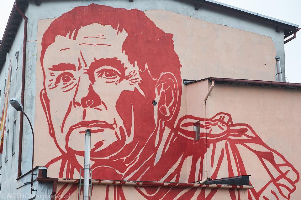 Prezes PiS Jarosław Kaczyński jako wiodący temat muralu autorstwa znanego artysty Mariusza Warasa. Gdańsk, ul. Wiosny Ludów, 21 grudnia 2017