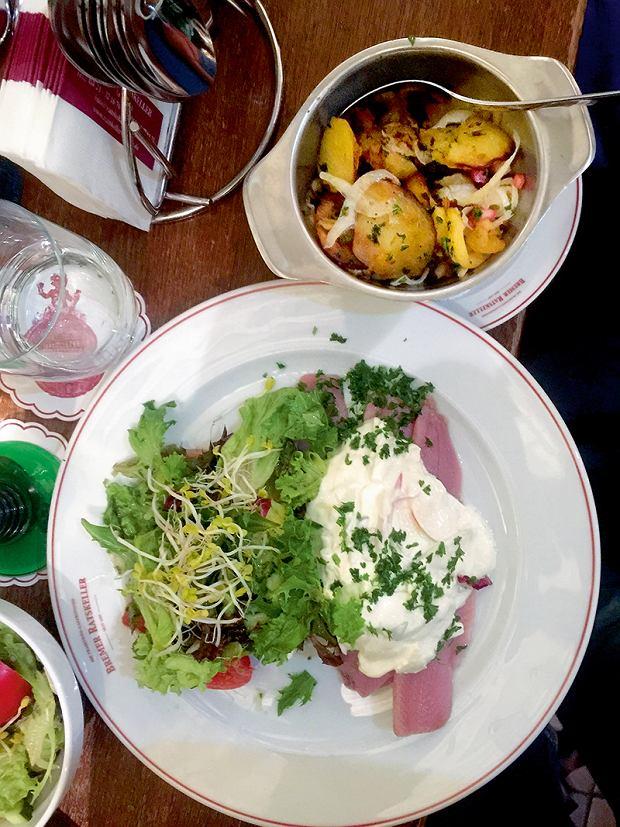 Brema, restauracja Bremer Ratskeller, młode śledzie