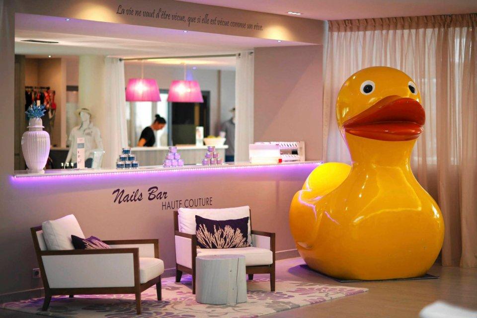 Zdjęcie numer 0 w galerii - Krowa i kaczka-gigant. Co kryją hotele naszych rywali na Euro 2016? [DUŻE ZDJĘCIA]