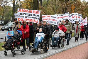 Rodzice niepe�nosprawnych dzieci przenosz� protest do Brukseli. Zbieraj� pieni�dze na wyjazd