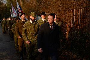 W lesie noszą broń, w miastach - czarne krawaty. Gardzą Zachodem, szanują Putina, nienawidzą imigrantów. Jak wygląda faszyzm po słowacku